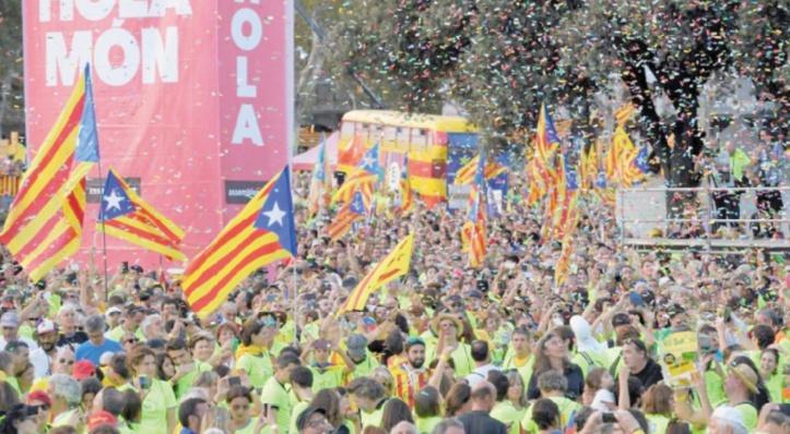 Les indépendantistes catalans lancent leur campagne pour le référendum