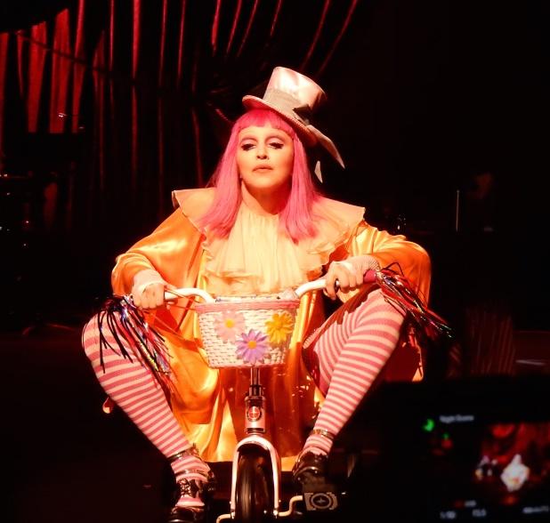 "Madonna annonce la sortie de ""Tears of a Clown"""