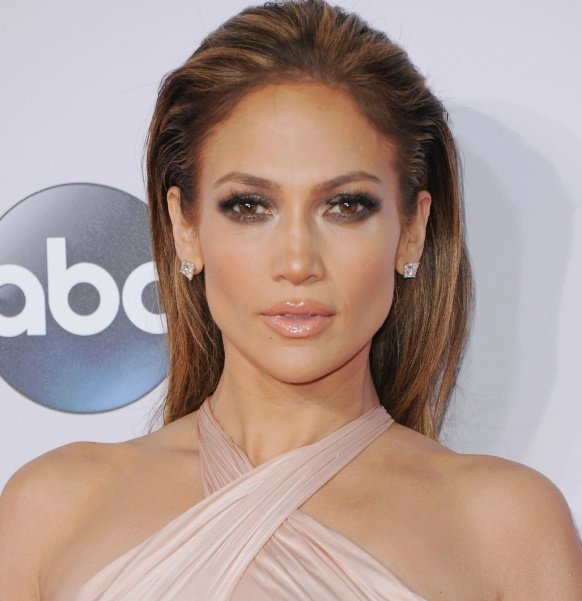 Jennifer Lopez s'engage contre le cancer