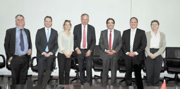 Abdelkrim Benatiq s'entretient avec une délégation parlementaire danoise