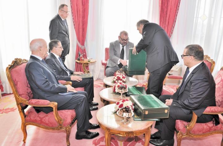 """Les rapports portant sur """"Al Hoceima Manarat Al Moutawassit"""" présentés au Souverain"""