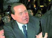 Berlusconi : agression à la statuette