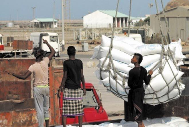 Arrivée à l'aéroport de Sanaa des premières aides depuis trois semaines