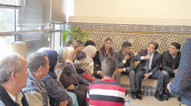 Abdelkrim Benatiq reçoit les familles des Marocains retenus en Libye