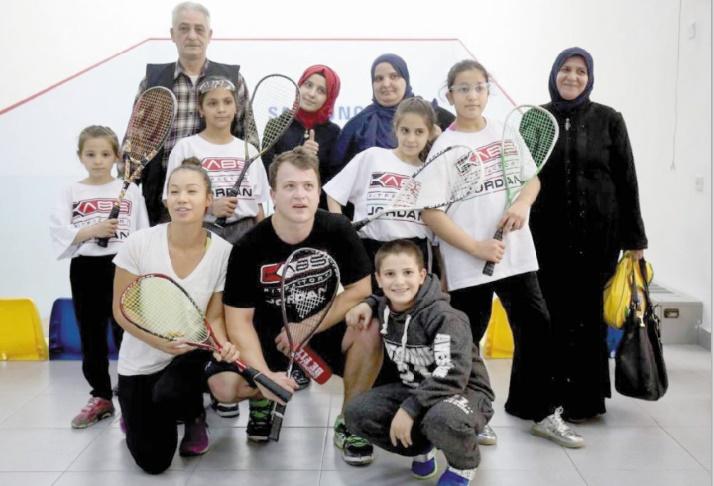 Loin de la guerre, de jeunes réfugiées syriennes se libèrent au squash