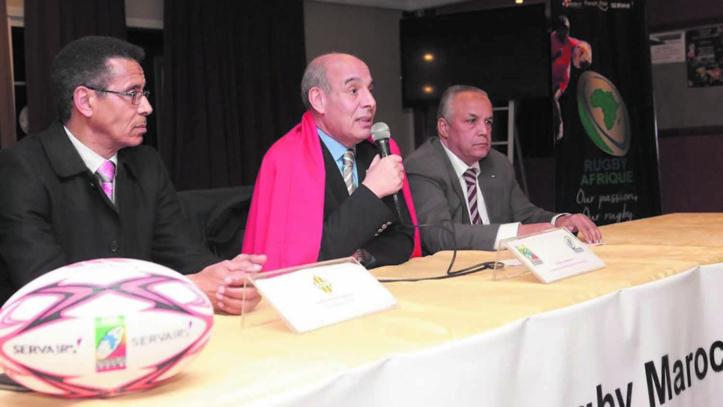 Le président de Rugby Afrique, Abdelaziz Bougja et à sa droite Maître Larbi Berguim, l'un des piliers du COC Rugby.