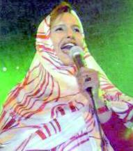 """La chanteuse mauritanienne s'est produite au Festival """"Mer et désert"""" :  Maâlouma Bent El Meidah enflamme Dakhla"""