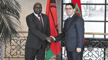 Poignée de main  entre Nasser Bourita  et Emmanuel Fabiano...