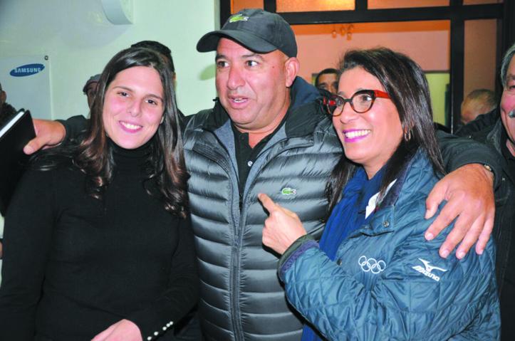 Abderrahim Moundir entouré de sa fille Meriem et de la championne Nawal