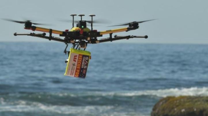 Des nageurs secourus en mer par un drone