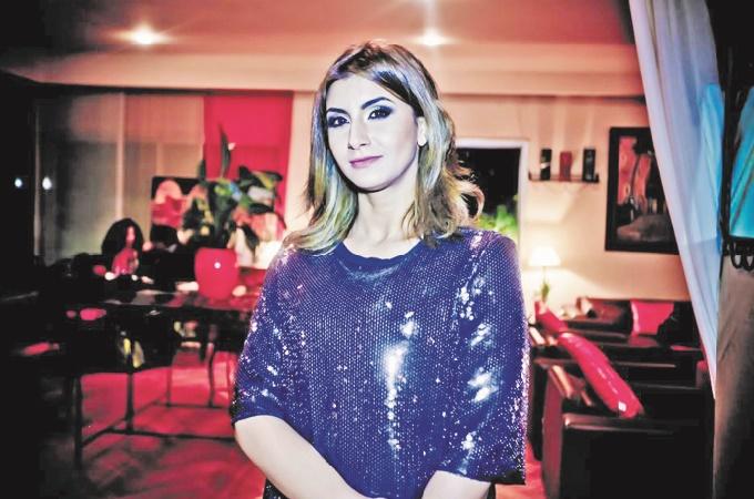 Salima Al Ansary coordonne les expositions d'art avec passion