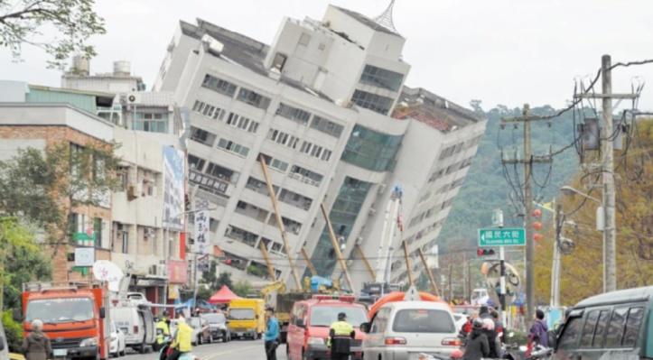 Un séisme fait quatre morts et renverse des immeubles à Taïwan