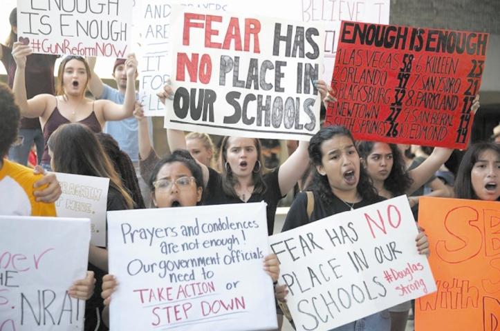Une manifestation pour dénoncer le culte des armes aux Etats-Unis