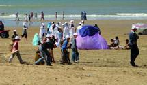 Agadir : Mille jeunes s'activent pour une plage propre