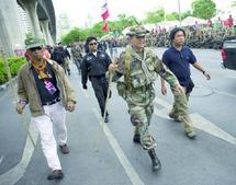 Thaïlande : Le gouvernement annule les élections et envoie les blindés