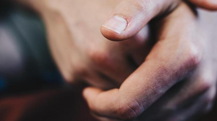 Insolite : Le mystère des craquements de doigts