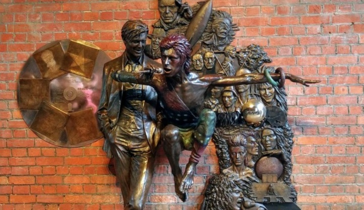 La première statue à la mémoire de David Bowie