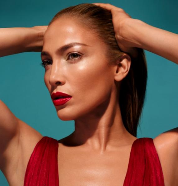Jennifer Lopez lance sa propre marque de make-up !