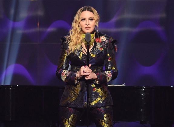 La lettre de Tupac Shakur sur sa rupture avec Madonna pourra être vendue aux enchères