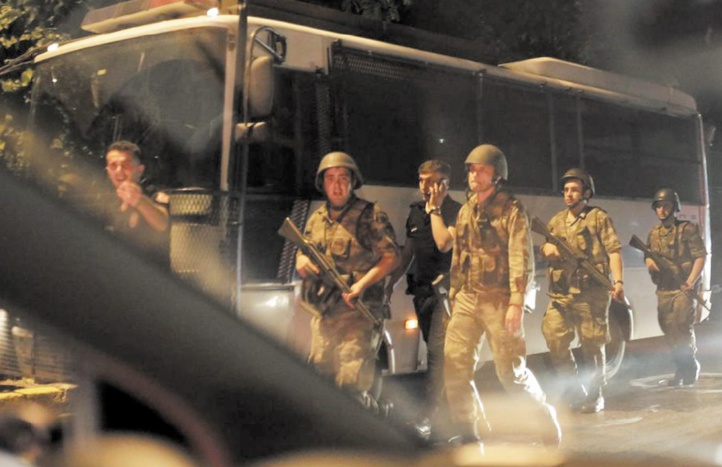 Mandats d'arrêt contre près de 190 suspects du putsch en Turquie