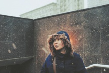 """""""Ayka"""", le portrait coup de poing d'une survivante"""