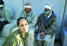 Une ancienne soldate exhibe des détenus palestiniens sur Facebook : Un scandale similaire à celui d'Abou Ghraïb secoue Israël