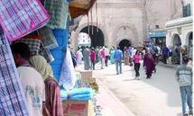 Saison estivale à Essaouira : Du vent, des porteurs de clés et des nids-de-poule à perte de vue