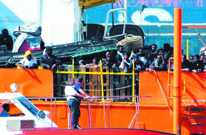 Les premiers migrants de l'Aquarius arrivent en Espagne