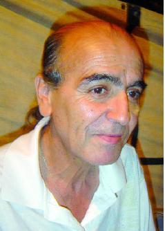"""L'artiste Aziz Chamekh, co-fondateur de la troupe Izenzaren :  """"Je suis optimiste quant à l'avenir de la chanson amazighe"""""""
