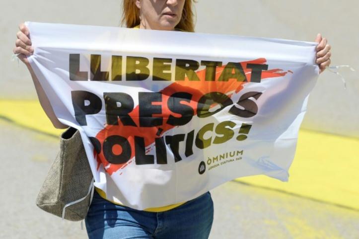 Six dirigeants indépendantistes transférés dans une prison en Catalogne