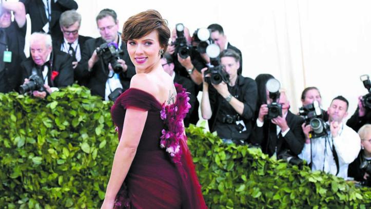 Face à la polémique, Scarlett Johansson renonce à jouer un transsexuel