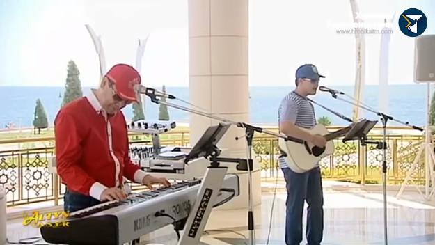 Le président turkmène et son petit-fils favori chantent ensemble