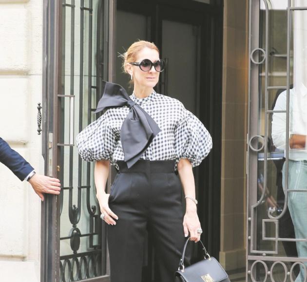 Le look osé de Céline Dion avec des cuissardes en dentelle divise