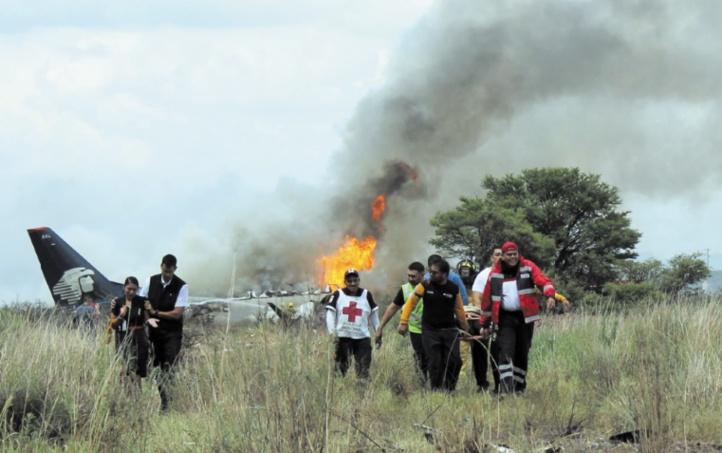Une centaine de passagers survivent à un crash au Mexique