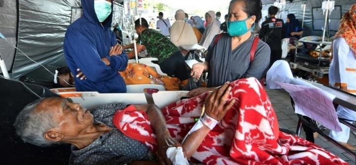 Au moins 91 morts, des centaines de touristes évacués suite à un séisme en Indonésie