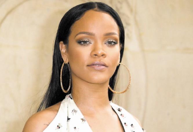 La police débarque chez Rihanna en voiture et en hélicoptère !