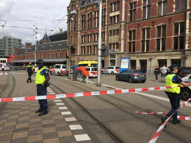 Deux blessés dans une attaque terroriste  au couteau à Amsterdam