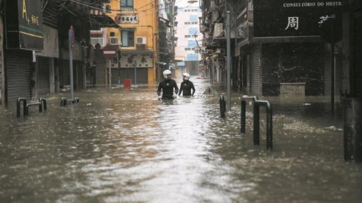Le typhon Mangkhut fait ses premiers morts en Chine