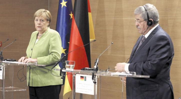 La grande gêne d'Ouyahya en présence de Merkel
