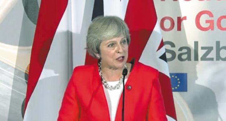 Theresa May humiliée à Salzbourg