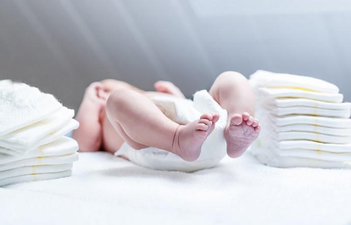 Insolite : Couches pour bébé recyclées en pots de fleurs