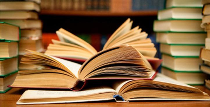 Ahmed Harzenni choisit la foire du livre de Dakhla pour la présentation et la dédicace de son livre