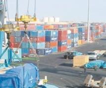 Une guerre commerciale ouverte ralentirait la croissance mondiale sans la stopper