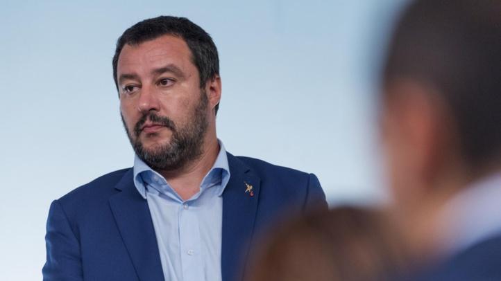 Salvini envoie des policiers à la frontière française