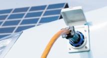 La première ombrière de recharge des véhicules électriques à l'énergie solaire en phase d'installation à Rabat