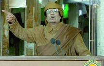 Mouammar Kadhafi attaqué de toutes parts