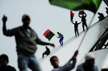 """La communauté internationale divisée sur les mesures à prendre : Impitoyable, Kadhafi bombarde """"son"""" peuple"""