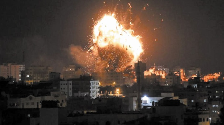 Les tirs de roquettes palestiniennes et les frappes israéliennes continuent à Gaza