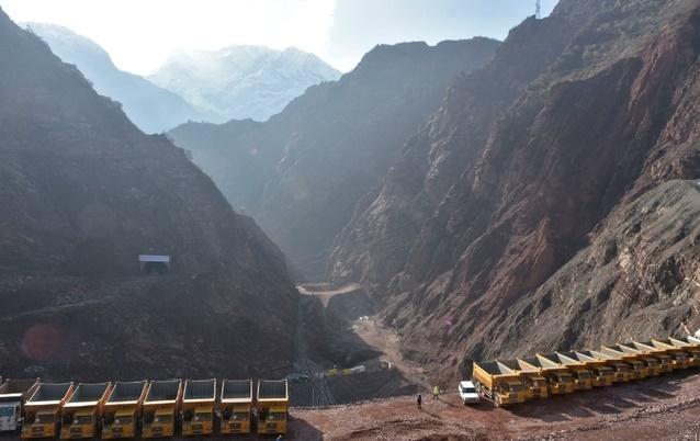 """""""Vital"""" mais controversé, le plus haut barrage du monde inauguré au Tadjikistan"""
