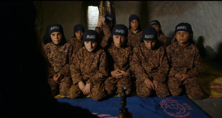 Of Fathers  and Sons  Regard  terrifiant  sur les enfants  formés au jihad